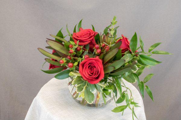 FA1200 - 5 red roses, 3 ruscus