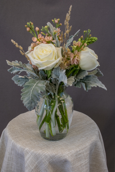 FA1190 - 3 white roses, 2 white snapdragons